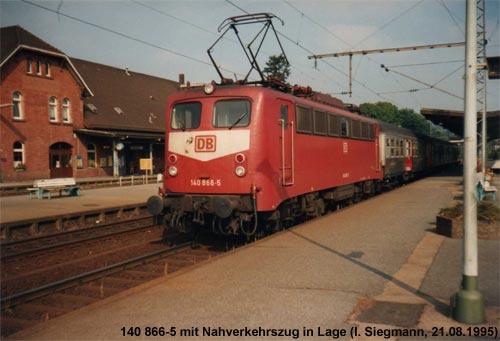 Nahverkehrszug im Bahnhof Lage