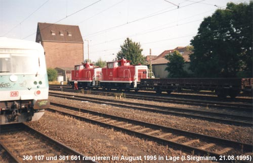 Zwei Rangierloks im Bahnhof Lage