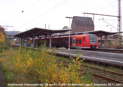 Triebwagen der Baureihe 425 im Bahnhof Lage