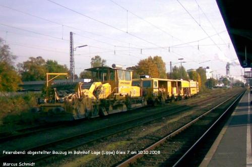 Bauzug im Bahnhof Lage