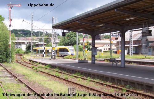 Eurobahn-Triebwagen aus Bielefeld fährt im Juni 2010 in den Bahnhof Lage ein.