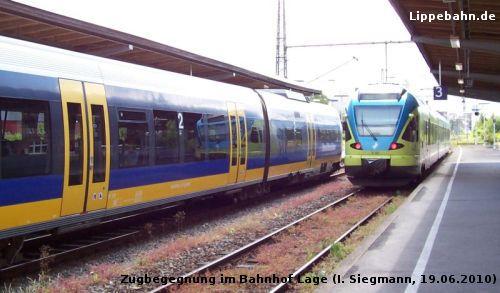Westfalenbahn nach Paderborn und Nordwestbahn nach Bielefeld im Bahnhof Lage
