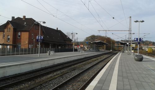 Neue Bahnsteige im Bahnhof Lage