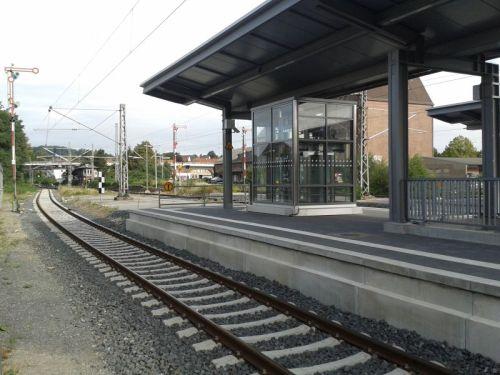 Modernisierter Bahnsteig im Bahnhof Lage