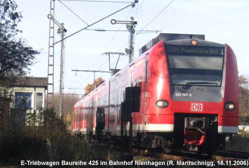 Triebwagen im Bahnhof Nienhagen
