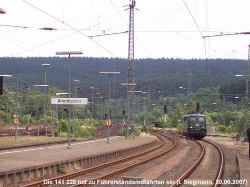 141 228-7 im Bahnhof Altenbeken