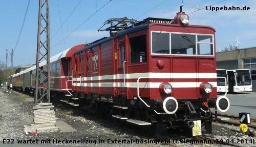 Heckeneilzug der LEL mit E-Lok 22 in Bösingfeld
